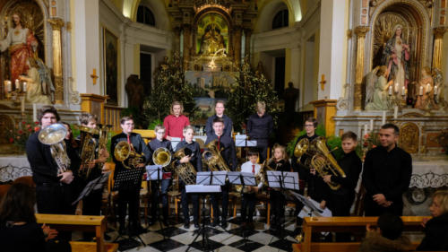 Glasba na hribu: Božično-novoletni koncert tuba-evfonij ansambla Glasbene šole Kranj