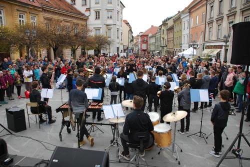 Mali pihalni orkester ob Svetovnem dnevu zdravja